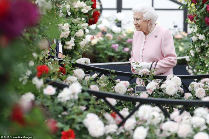 Королева Елизавета II посетила цветочную выставку Chelsea Flower Show