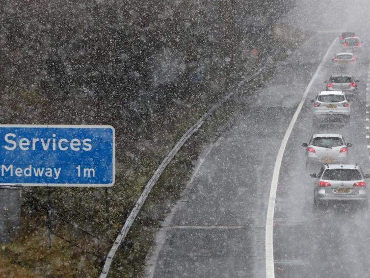 Число обращений в британские страховые компании выросло в полтора раза за сутки снегопада