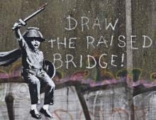 Управа Халла потребовала стереть граффити Бэнкси
