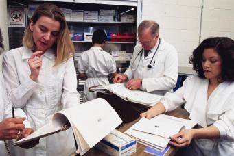 В клиниках Великобритании наркозависимым будут выдавать премии