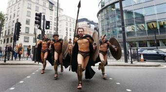 300 спартанцев катались в лондонском метро
