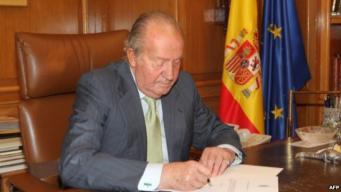 Испанский парламент одобрил отречение короля