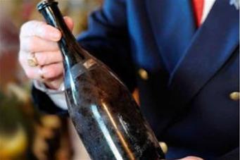 На аукционе бутылка вина из коллекции экс-тренера английского ФК «Манчестер Юнайтед»  продана за 158 тысяч долларов