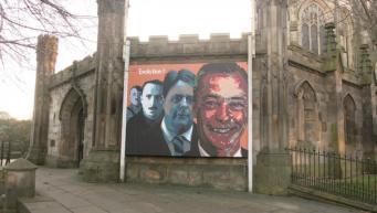 Плакат на стене церкви Сент-Джонс