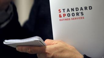 Standard & Poor's снизило прогнозы по рейтингам 15 банков Европы