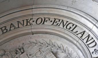 Банковский регулятор Великобритании намерен отбирать у банкиров уже выплаченные бонусы