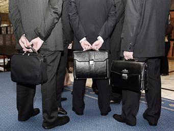 Великобритания избавится от 40% госслужащих