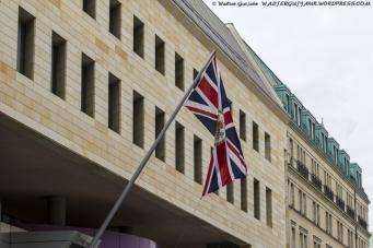 Великобритания временно закрыла свое посольство в Киеве