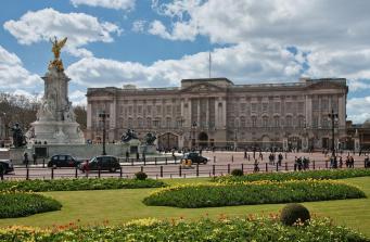 Королева Елизавета II живет на самой загрязненной улице Лондона