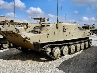 Латвия выкупит у Великобритании гусеничные бронемашины