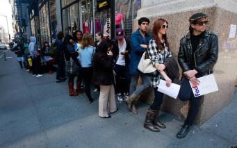 Безработица в Великобритании сократилась до 6,9%