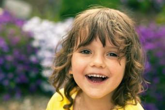 Ученые рассказали, кто делает детей более счастливыми