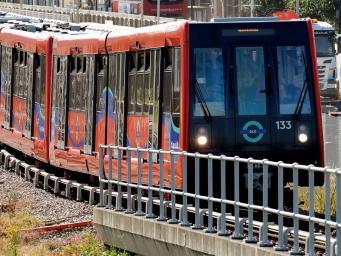 поезд DLR