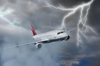 В самолёт British Airways попала молния