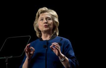 В Хилари Клинтон бросили ботинком