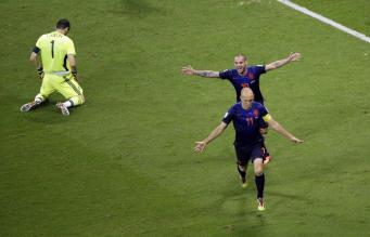 Победа сборной Голландии, фото: AP/Christophe Ena