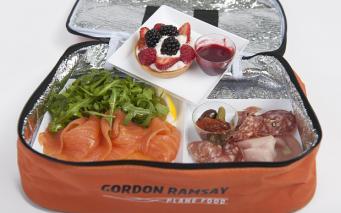 Корзина с едой из ресторанов Хитроу