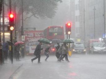 Проливной дождь в Лондоне