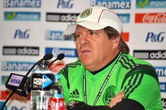 Главный тренер сборной Мексики Мигель Эррера