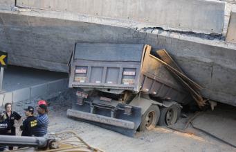 Пролет моста рухнул в бразильском городе