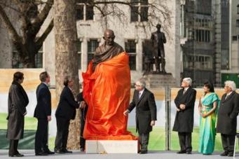 Открытие памятника Ганди