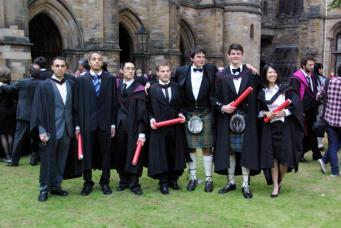 Выпускной в шотландском университете