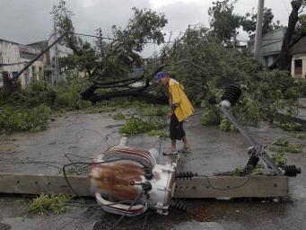 """Ураган """"Артур"""" в Канаде оставил людей без электроснабжения"""