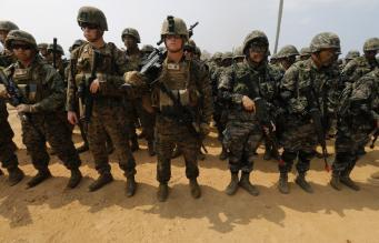 Американские и южнокорейские военные на совместных учениях в феврале 2014 года