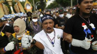 При атаке на лагерь протестующих в Бангкоке погибли два человека