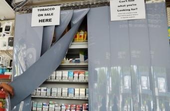 сигареты в супермаркете