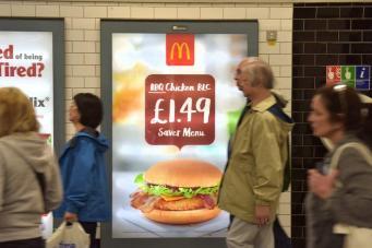 реклама Макдональдс в метро