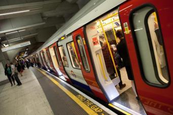 Сбой в автоматике сорвал график движения поездов на трех линиях лондонского метро