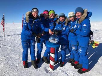 Группа британских женщин-военных пересекла Антарктиду на лыжах
