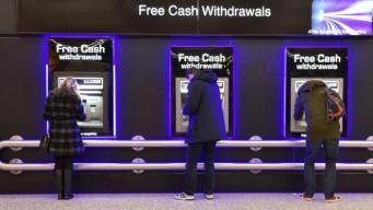 Бесплатные банкоматы исчезают с улиц британских городов