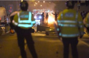 В беспорядках на востоке Лондона пострадали шесть полисменов