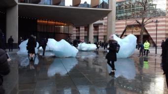 В Лондон привезли тридцать глыб гренландского льда