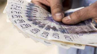 Боссы корпораций уже получили годовой доход среднестатистического британца фото:bbc.com