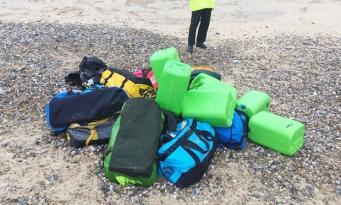 Груз кокаина ценой в десятки миллионов фунтов вынесло на берег в Норфолке фото:theguardian.com