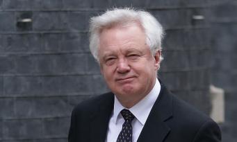 Брекзит под угрозой: главный переговорщик ушел в отставку