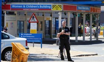 Медсестра неонатологического центра в Чешире обвиняется в убийстве младенцев