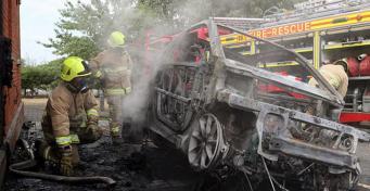 В Великобритании сгорел электромобиль
