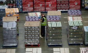 Tesco и M&S запасаются продуктами длительного хранения на случай жесткого Брекзита