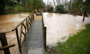 Угроза наводнения объявлена по юго-западу Великобритании