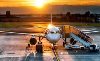 Авиакомпании взвинтили цены на рейсы из Великобритании в осенние каникулы фото:holidaypirates
