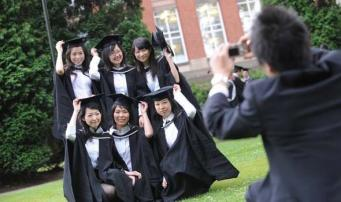 МВД Великобритании смягчило визовые требования к студентам из Китая
