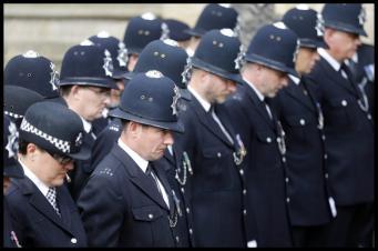 Скотланд-Ярд сократит четыре тысячи полисменов на фоне роста угрозы террора фото:dailymail