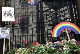 Лондонские ЛГБТ-активисты провели акцию протеста против «концлагерей для геев» в Чечне фото:twitter