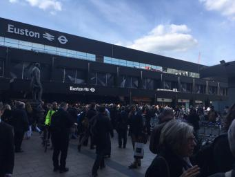 Железнодорожная станция Euston закрылась из-за пожара на путях