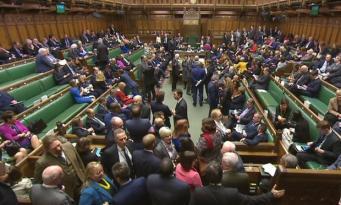 Депутаты отклонили поправку к Биллю о Брекзите, защищающую права мигрантов из ЕС фото:theguardian.com