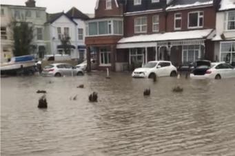 Великобритании угрожает сильное наводнение